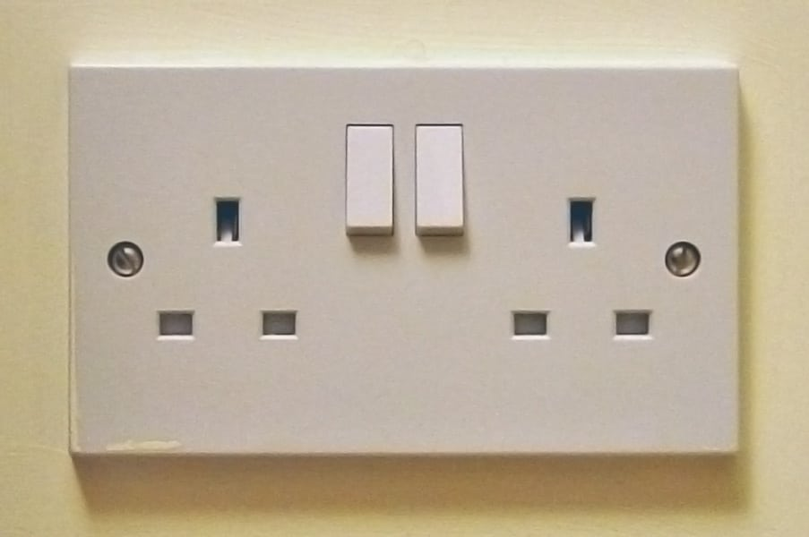 Turn wall plug off